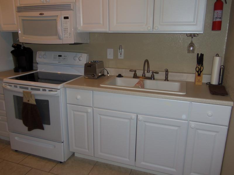 Kitchen Cabinets, Glass Top & Oven, Microwave & Sink