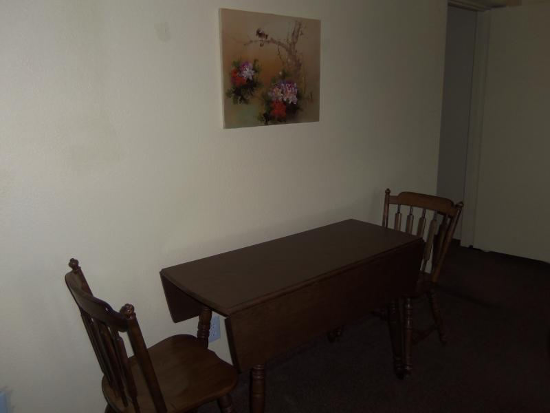 Lounge Leaf Table & Chairs