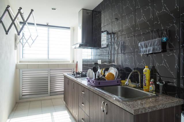 Wet Kitchen: Cooking, Washing Machine & Laundry Area