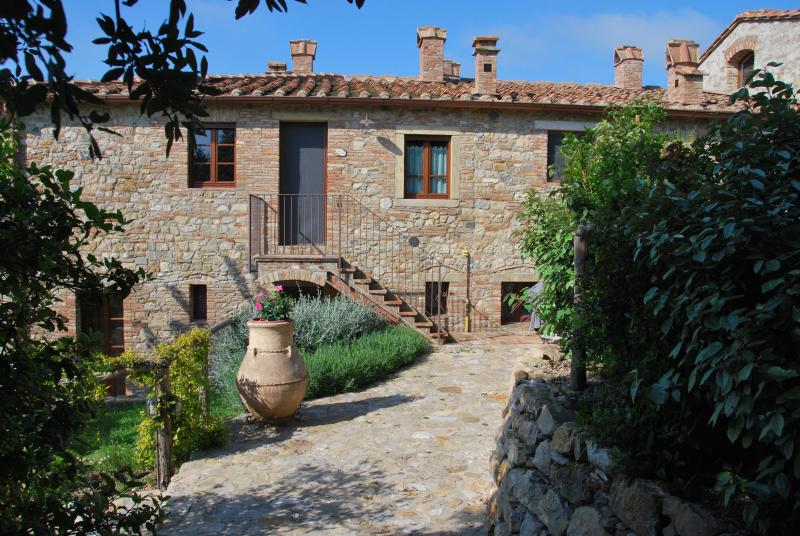 Casa Bartoli at Borgo Mummialla-your Tuscan home !, location de vacances à San Gimignano
