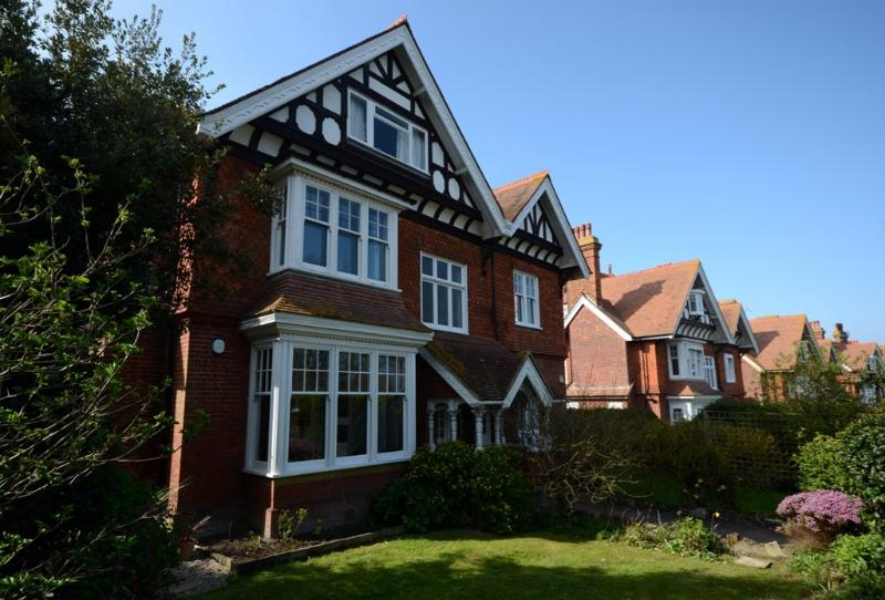 The Retreat - super stylish private garden flat with 2 bedrooms for 4 in Meads, Ferienwohnung in Jevington