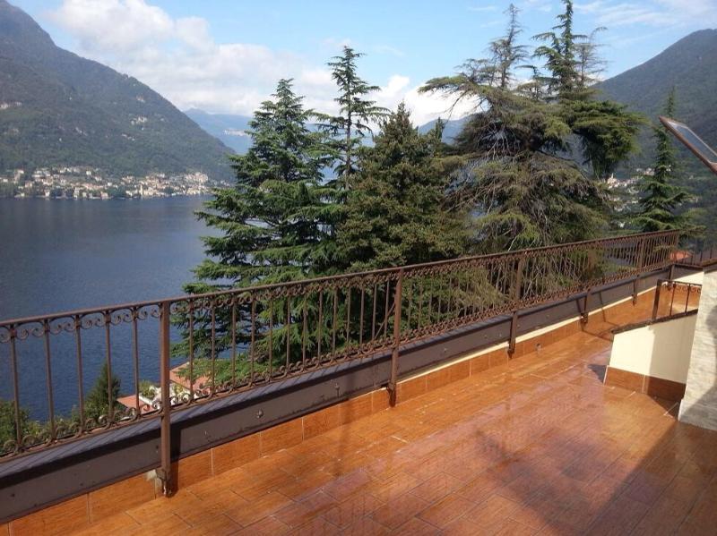 Lago di  Como Appartamento con terrazzo vista lago, holiday rental in Palanzo
