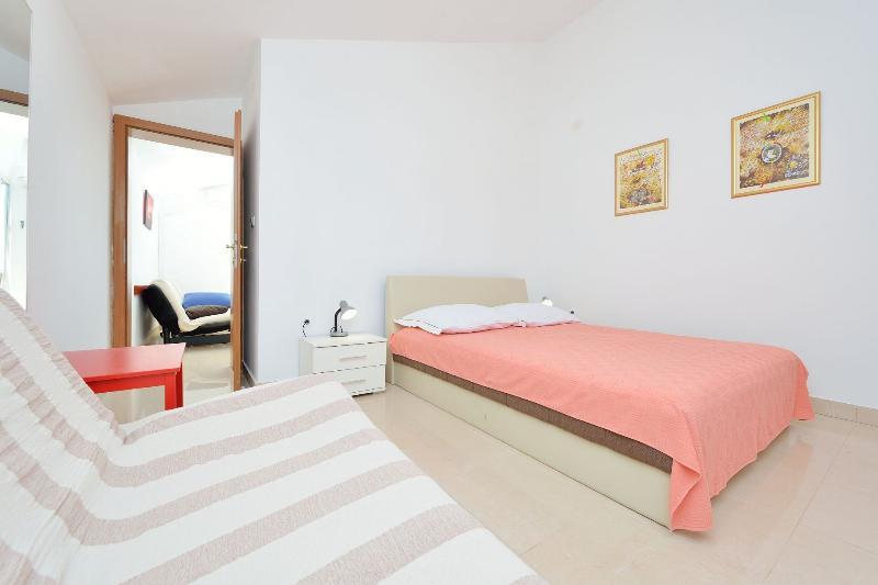 A1 (2+2) ISTOČNI: bedroom