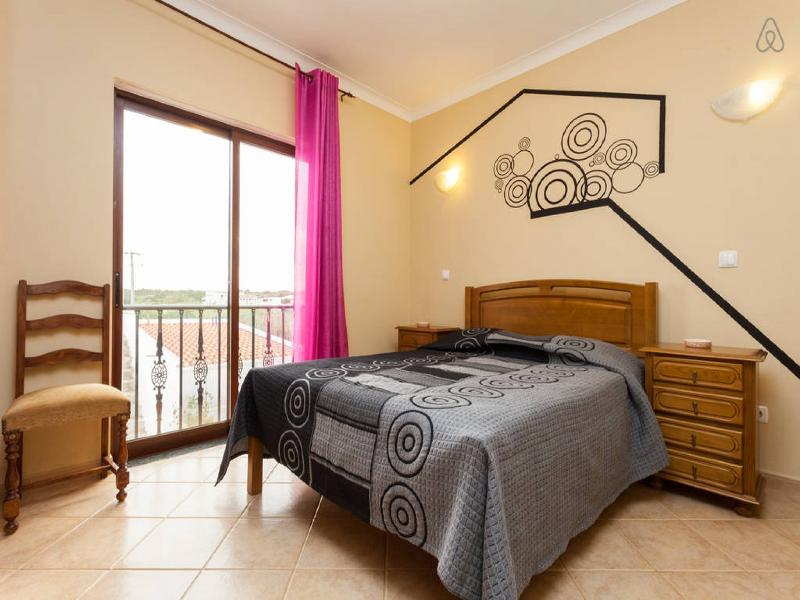 Double Room with Private Bathroom ^^, location de vacances à Sagres