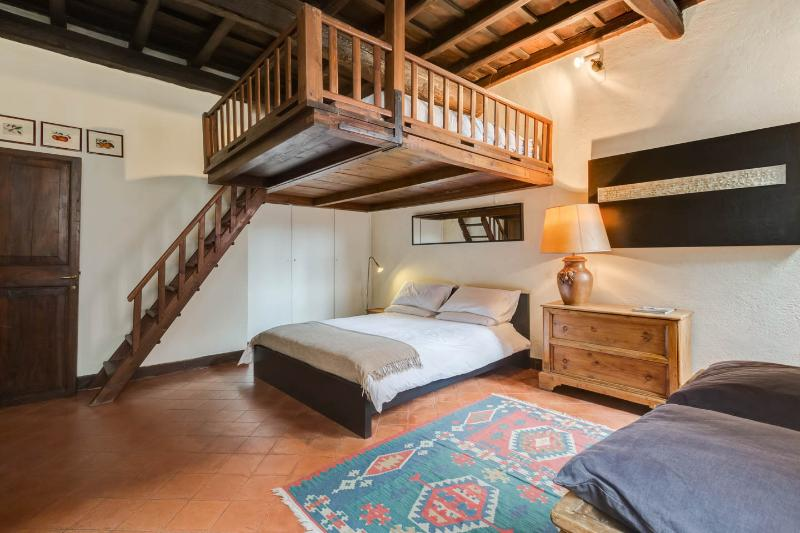 "dormitorio (primer piso) con ""cama volando"""