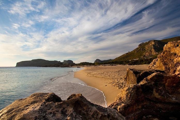 Découvrez: superbes plages de Falassarna, mer bleue turquoise et port romain