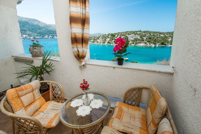 A2(4) Adria: balcony view