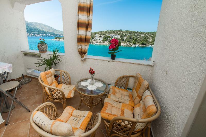 A2(4) Adria: balcony