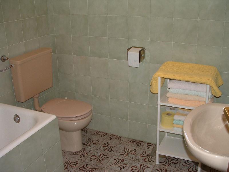 Zuti (2 + 2): salle de bain avec toilette