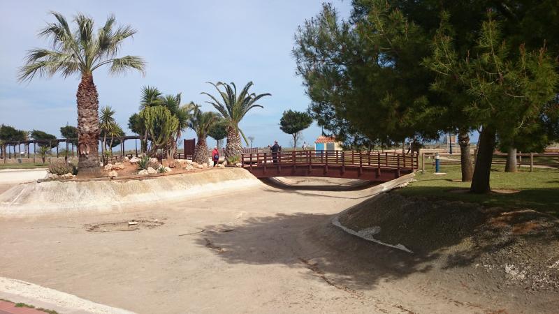Vistas desde la puerta de la urbanización, a escasos 50m de la playa.