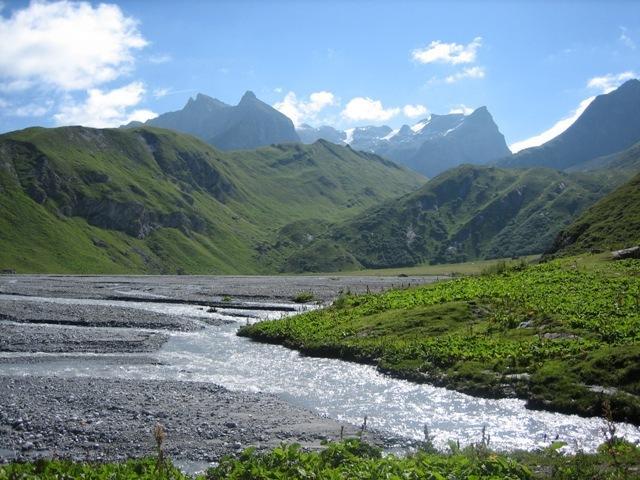 Lac de la Glière. Itinéraire très facile réputé pour ses nombreuses marmottes