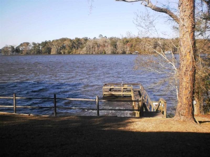 Não perca a beleza e tranquilidade do Lago Talquin!