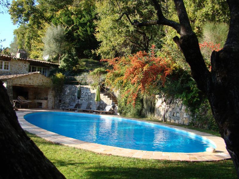 Air conditioned stylish, rustic villa, main house sleeps 9, cottage sleeps 2, location de vacances à Tourrettes-sur-Loup