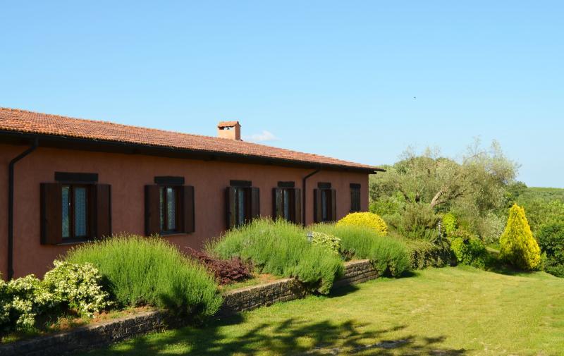 El lado del este, jardín de hierbas aromáticas: salvia, lavanda, Romero,...