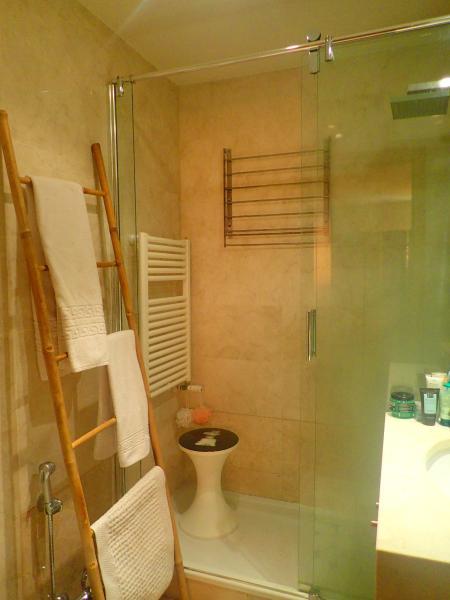 Privated bath room ( orange suite )