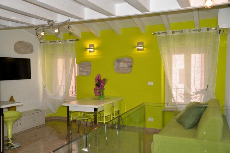 Vacanze in centro a Bardolino_ALYS, holiday rental in Lake Garda