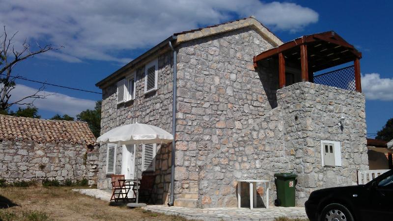 Seaside Stone House Apartment No.3 Drage, Dalmatia, holiday rental in Drage