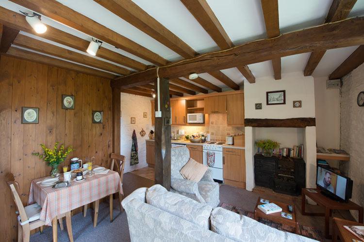 La cómoda sala de estar y comedor