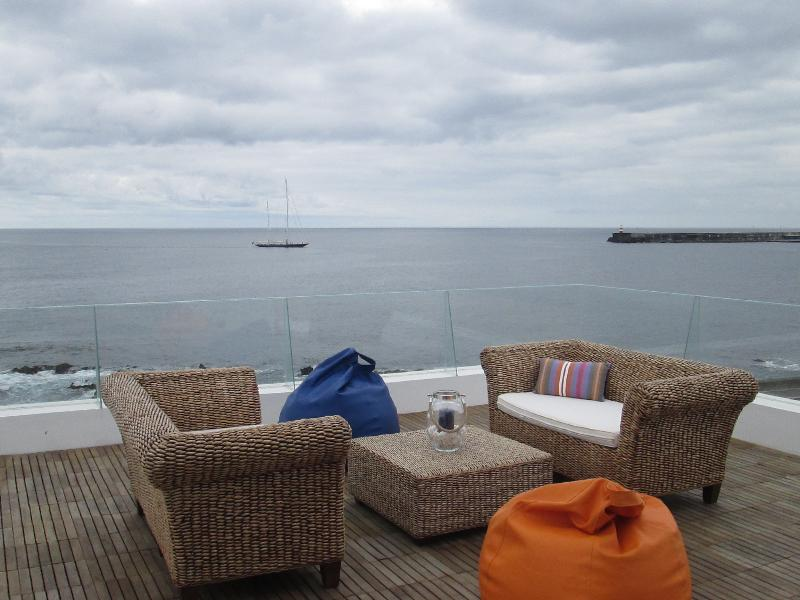 Luxury Seafront House in marina with pool, vacation rental in Ponta Delgada