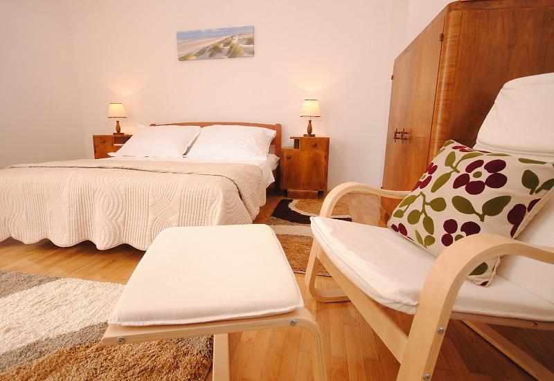 Spacious (25 m2) master bedroom on the upper floor