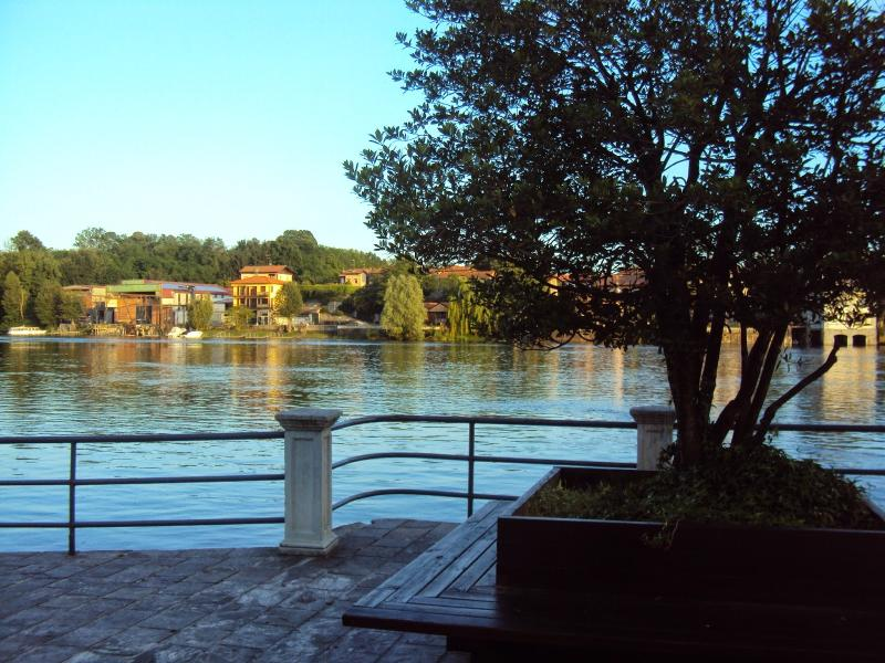 trilocale (duplex) su due piani, location de vacances à Oleggio Castello