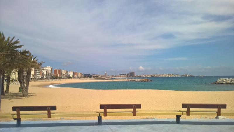 Apartamento con piscina. Cerca de la playa, holiday rental in Sant Daniel