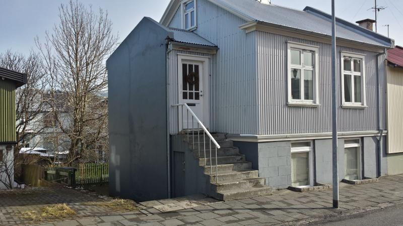 Live as locals apartments - First floor, vacation rental in Reykjavik