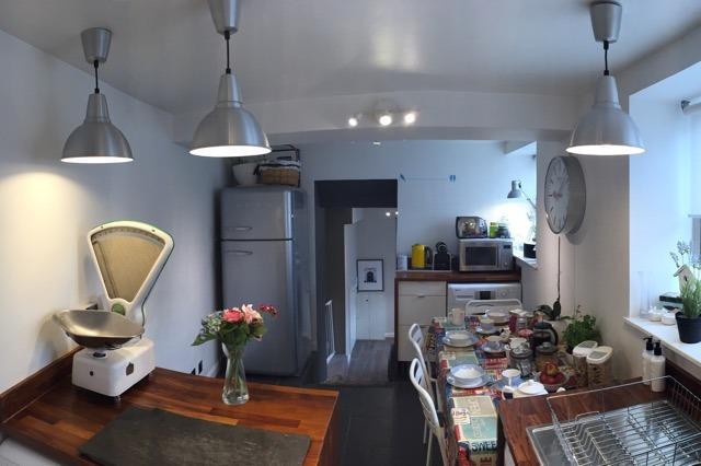 Cuisine, plan de travail bois avec Smeg appareils, D/lave-glace de lunette, induction hobb, W/Machine, sécheuse