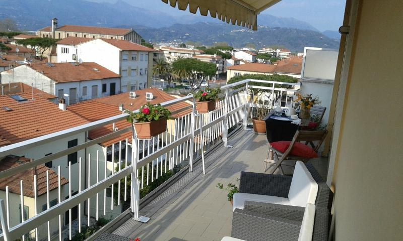 attico con terrazza, Ferienwohnung in Viareggio