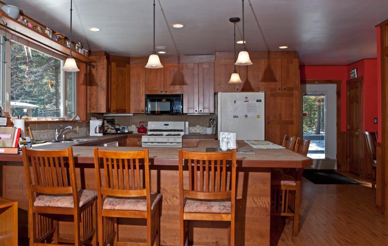 Uma cozinha bem equipada pronto para preparar um banquete