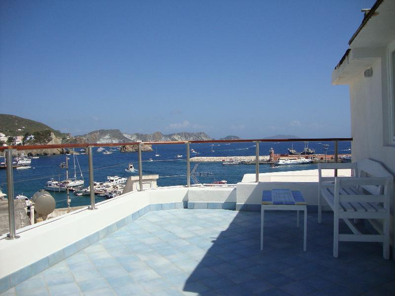 la mansarda sul mare, location de vacances à Île de Ponza