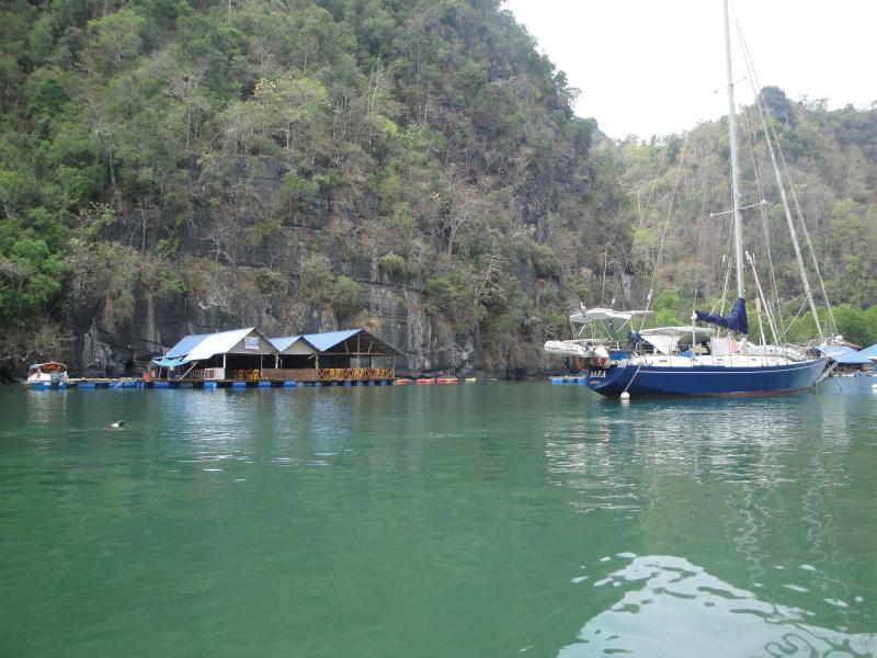 Reserve su viaje en barco del embarcadero de Kuah (a poca distancia de nuestro apartamento)