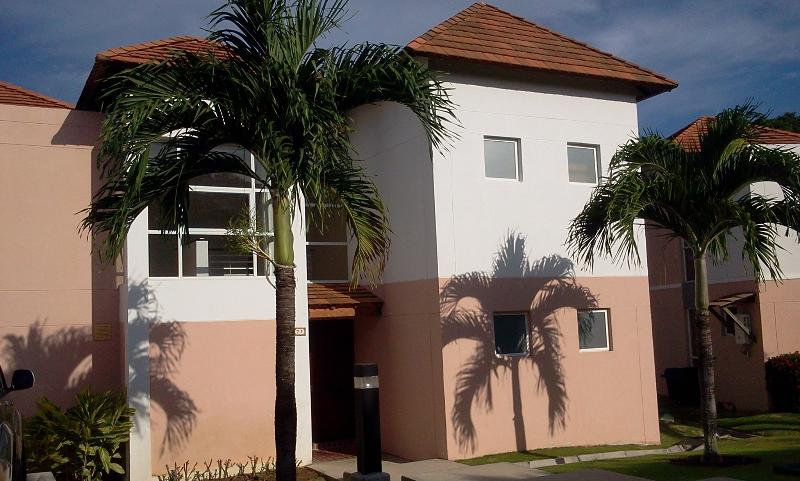 Townhouse in Decameron, Farallon beach, holiday rental in Rio Hato