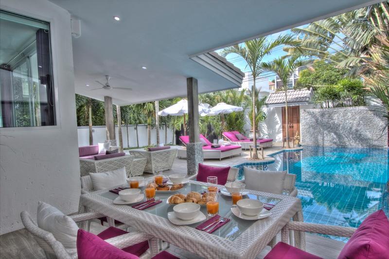 Luxury Modern Private Pool Villa Tropicale VIP, casa vacanza a Ko He