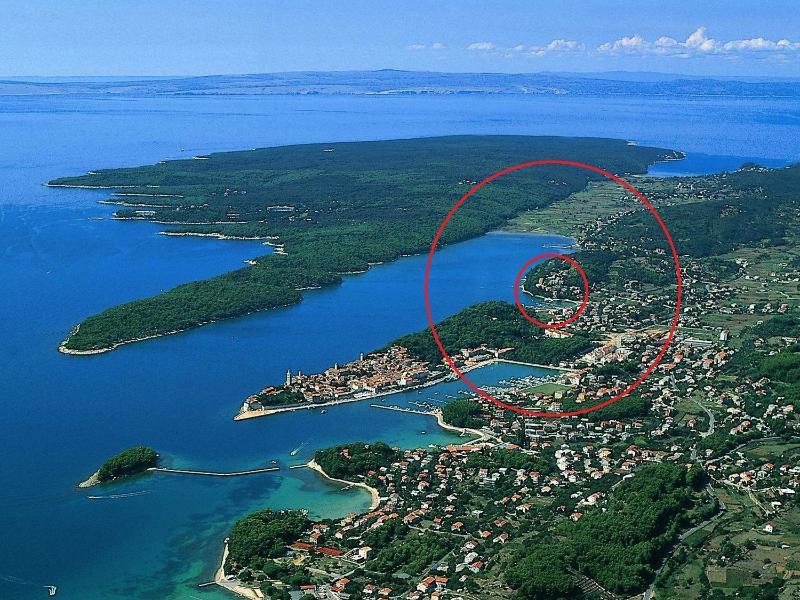 Malvina apartamentos se encuentran situados en la isla de Rab
