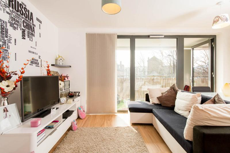 Ious Modern 1 Bedroom Flat Has Washer And Balcony