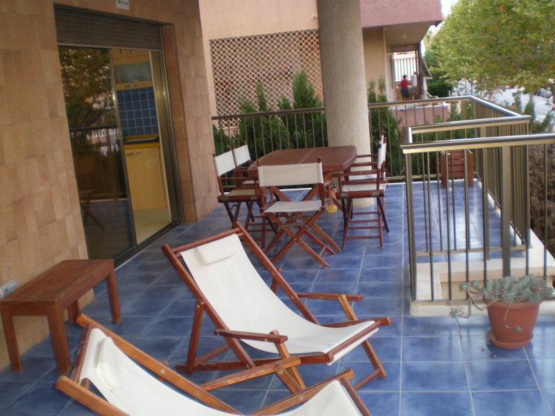 Apartamento de lujo con WIFI a 100 m de la playa, vacation rental in Elche