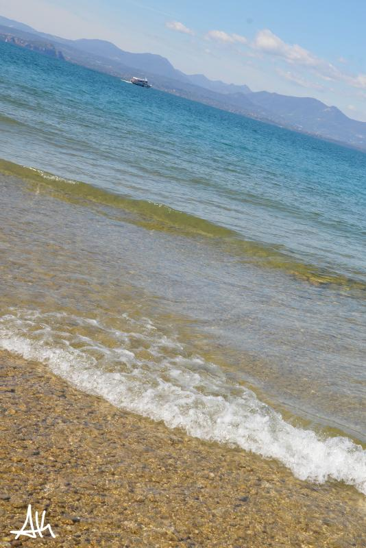 The clear water of Lake Garda/The clear water of Find