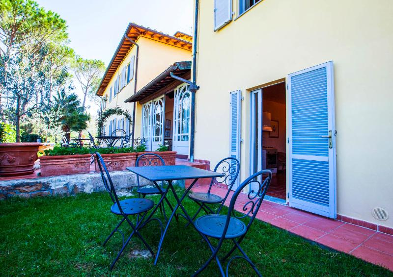 La Certaldina Apt nr 8 with garden, pool and view on vineyards – semesterbostad i Certaldo
