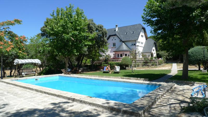 Apartamento Villa con piscina y jardin, alquiler vacacional en Manzanares el Real