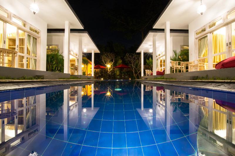 6Bedroom Famous Luxury Pool Villa in Jimbaran Bali, vacation rental in Kuta Selatan