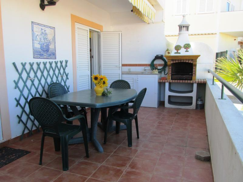 Holiday rental apartment,quiet location in Porches, aluguéis de temporada em Porches