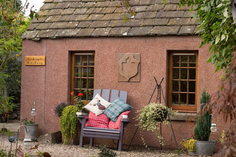 Kirkstyle Hideaway Serviced Bothy, holiday rental in Angus