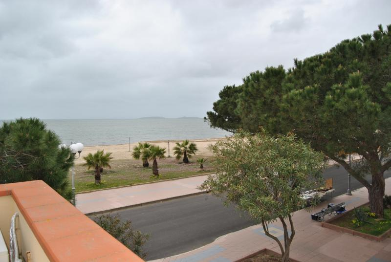 Holiday house in front of the sea (30 mt), holiday rental in Oristano