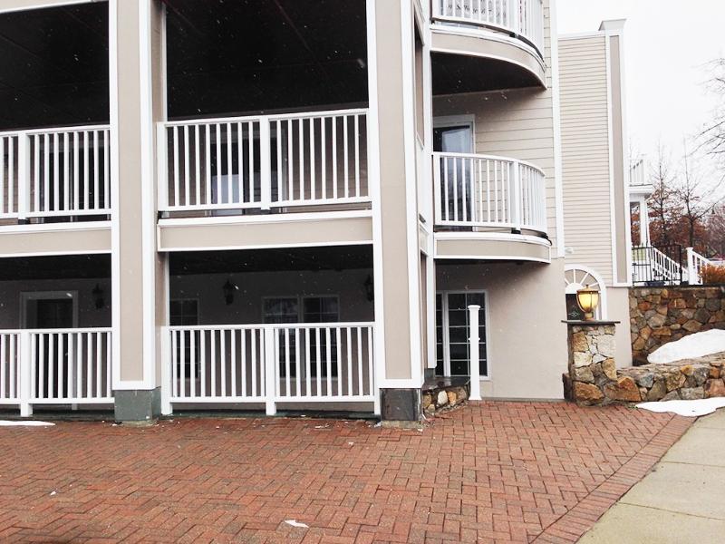 2 floors, 2200 Sq ft, 2 large decks