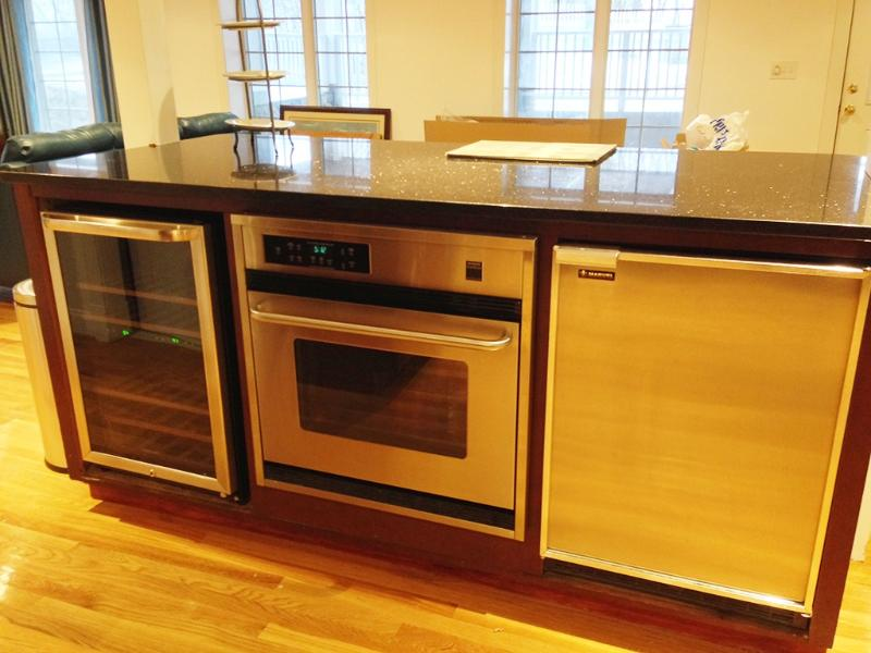 Granite Island for entertainment - Wine Cooler, Extra Entertainment Fridge, Professional Oven