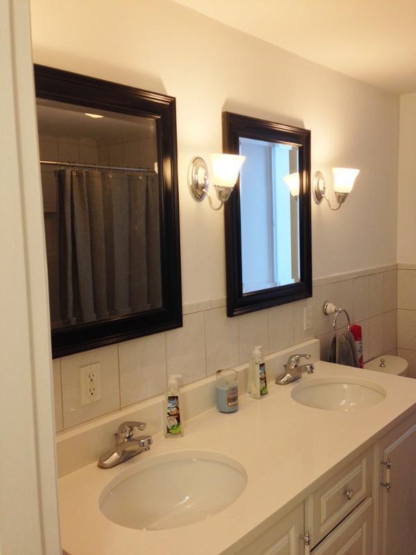 2 sinks in Large Bedroom