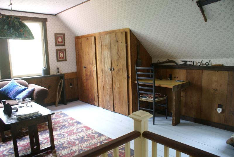 Armario de salón arriba - que esconde una TV y reproductor de CD
