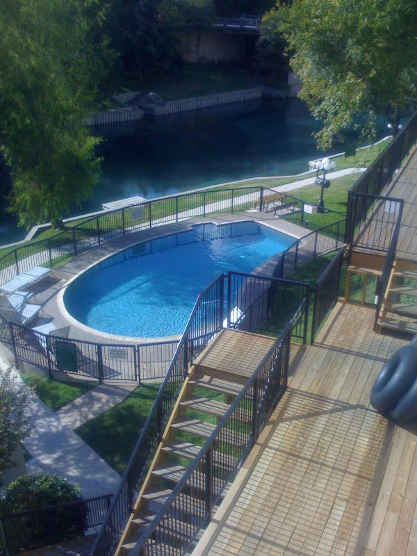 2 hot tubs and a gated pool near the Comal River.