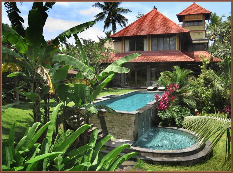 Huge secluded, luxurious & tranquil estate away from noise yet minutes from Ubud, vacation rental in Ubud
